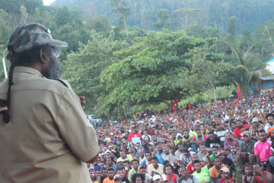Filep Karma, a West Papuan political prisoner addresses a mass rally in Port Numba/Jayapura where around 5000 people gathered to show their support for West Papua joining the Melanesian Spearhead Group (MSG)